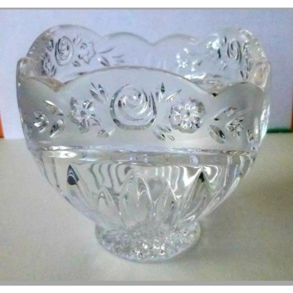 Oneida Crystal Southern Garden Petal Bowl Frosted
